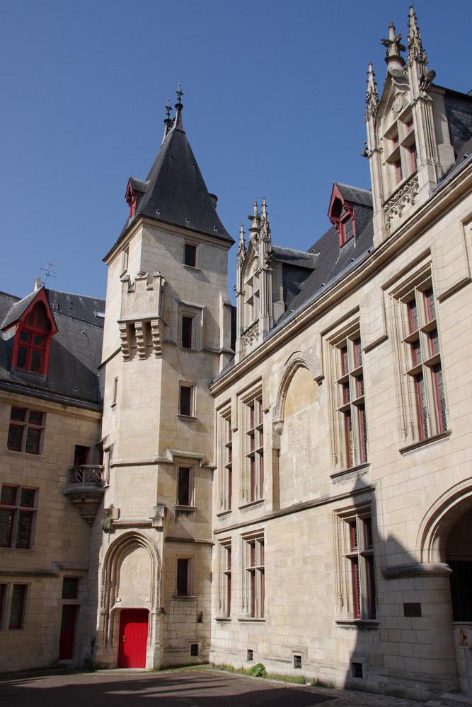 Cour de l'Hôtel de Sens - Paris