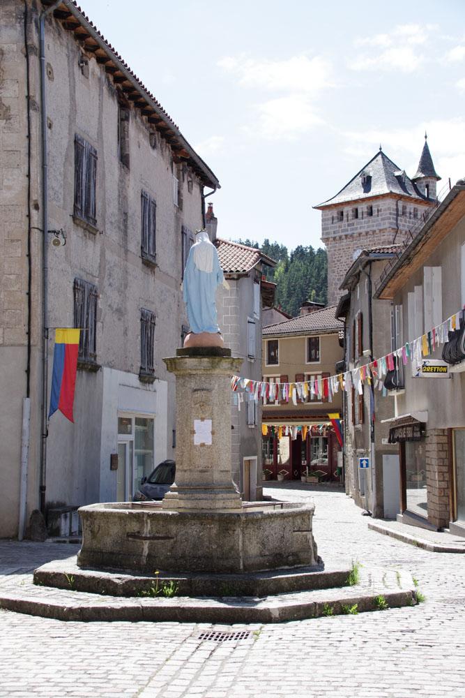 Le village médiéval du Malzieu en Lozère