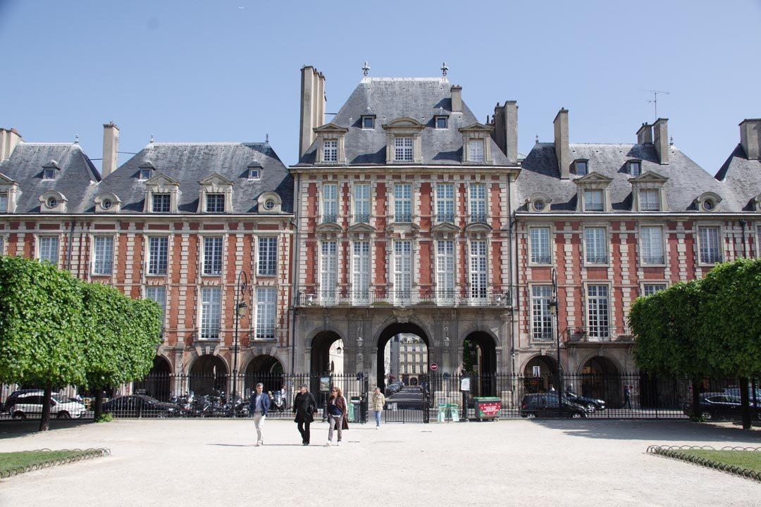 Pavillon du Roi sur la Place des Vosges