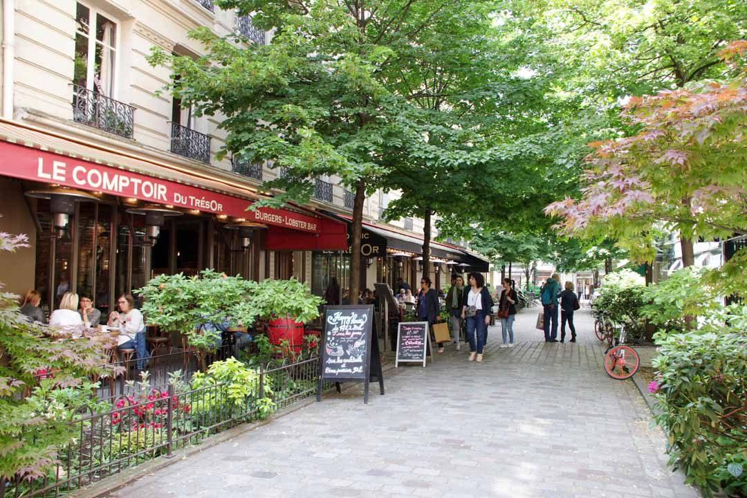 Rue du Tresor dans le Marais
