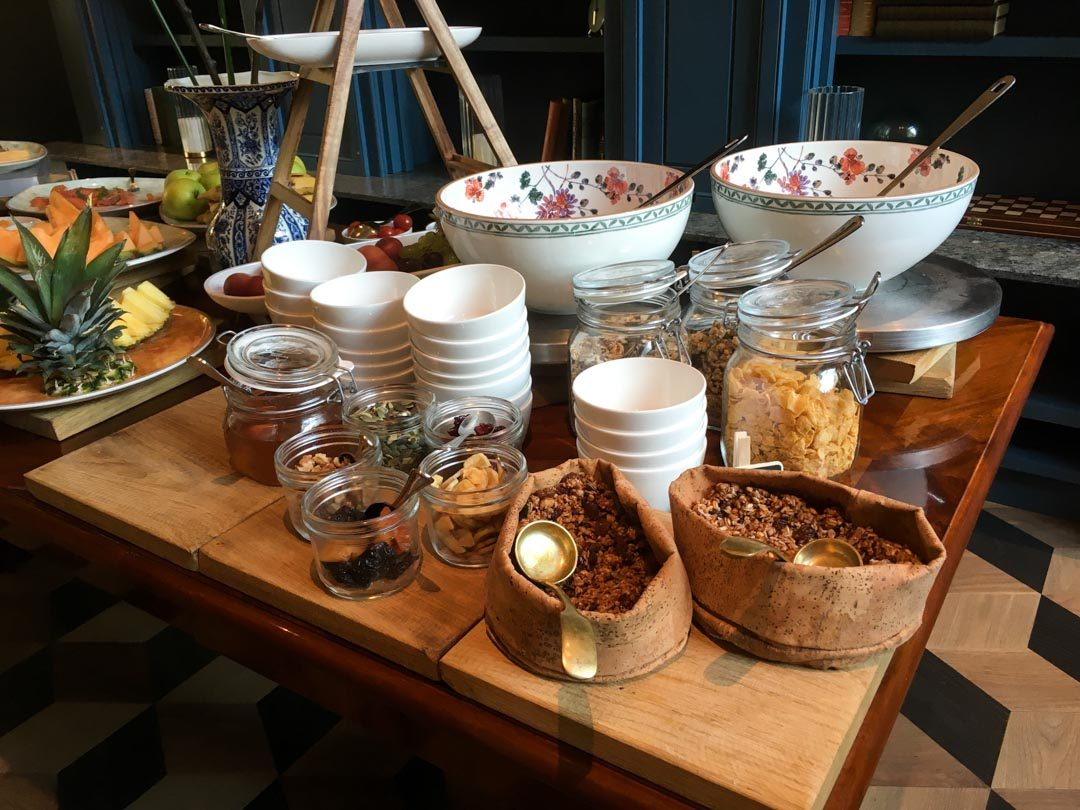Buffet petit-dejeuner de l'hôtel Indigo à La Haye