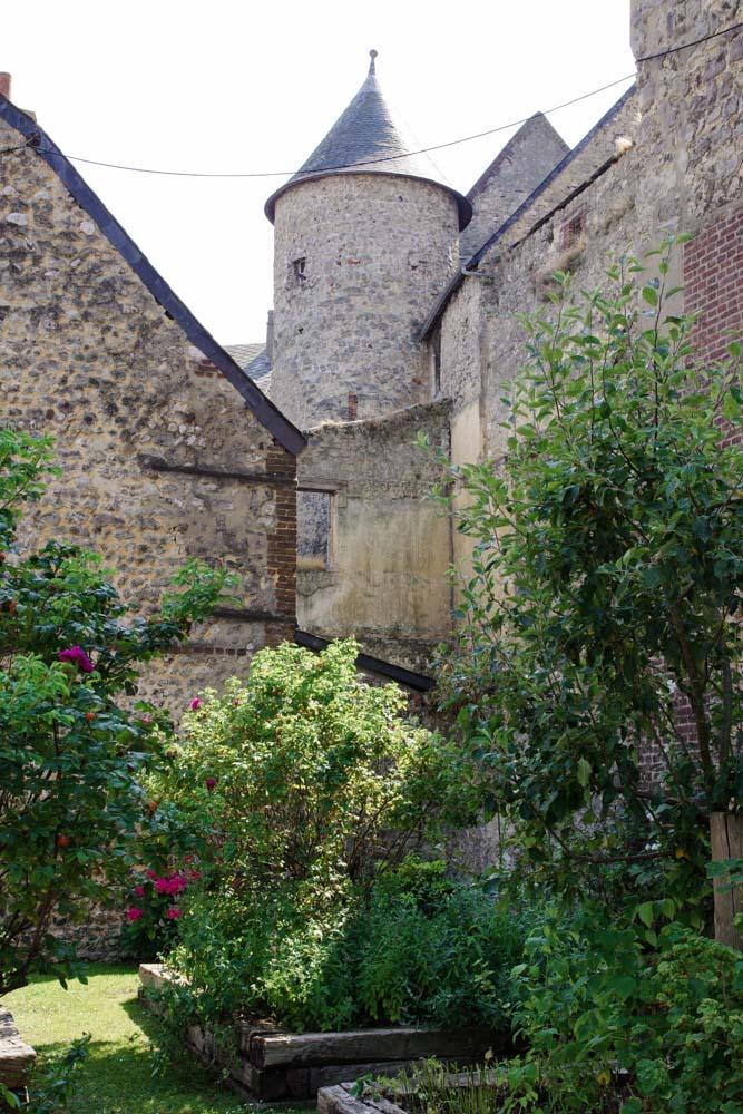 Le Jardin des Simples derrière l'Abbatiale de Fécamp