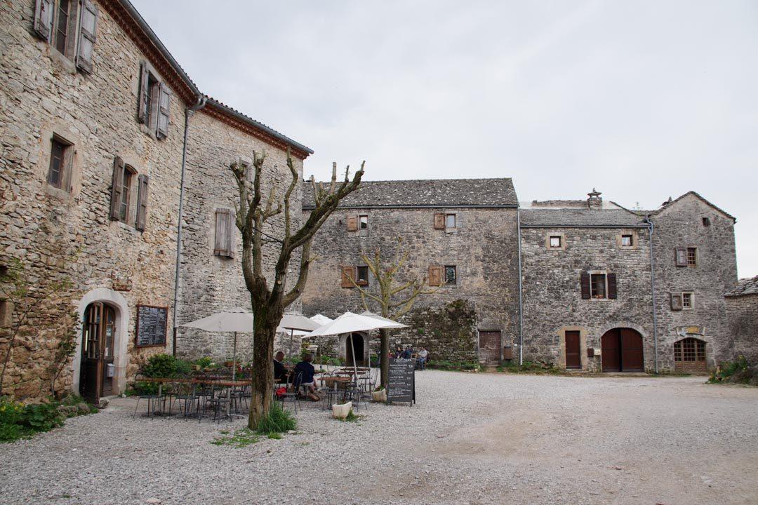la place principale de la Couvertoirade