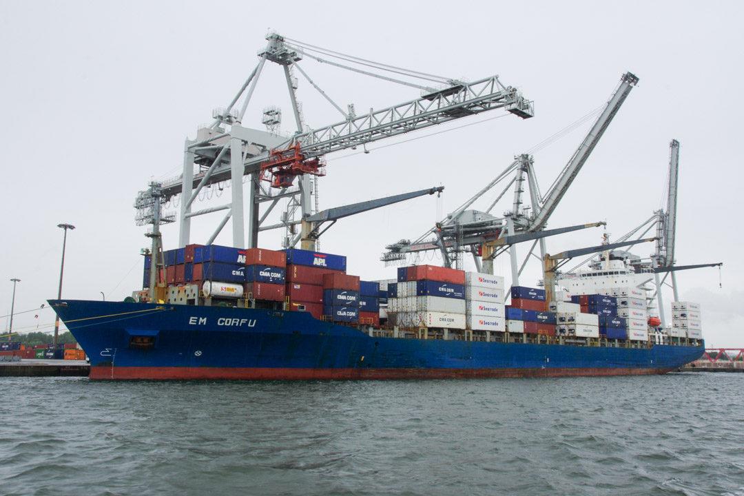 Un porte conteneur au Havre