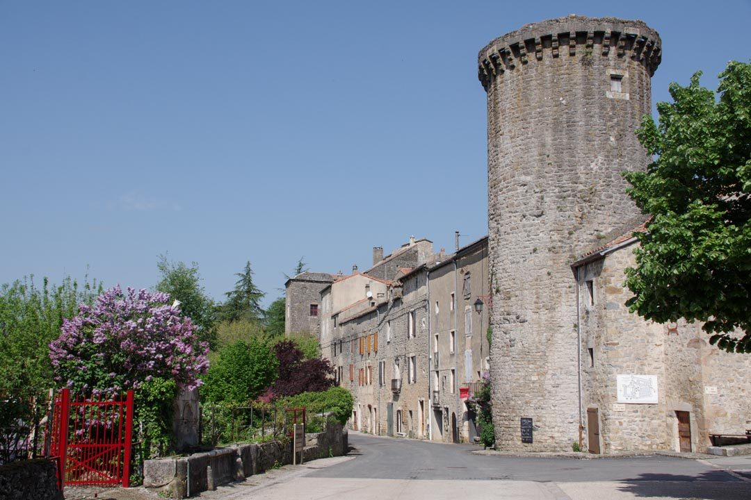 le tour des remparts de Sainte Eulalie de Cernon