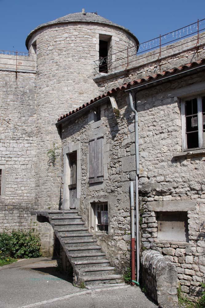 visite du village fortifié de la Cavalerie sur le plateau du Larzac
