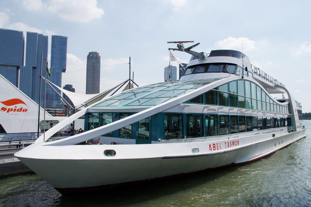 les bateaux spido pour la visite du port de Rotterdam