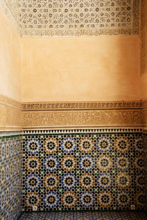 Détail stuc et azulejos - Medersa Ali Ben Youssef