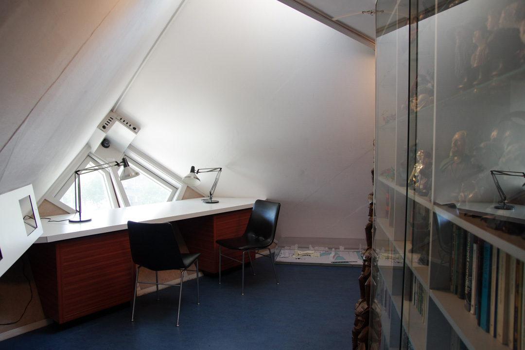 Intérieur de la maison cube témoin : le bureau