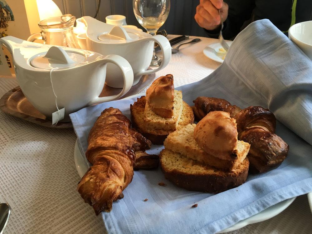 le petit déjeuner de l'hôtel du dauphin