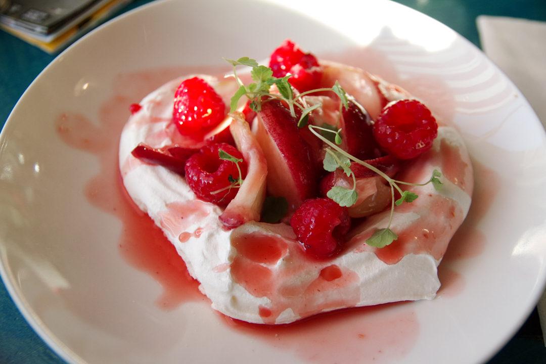 dessert Pavlova à l'hôtel New York à Rotterdam