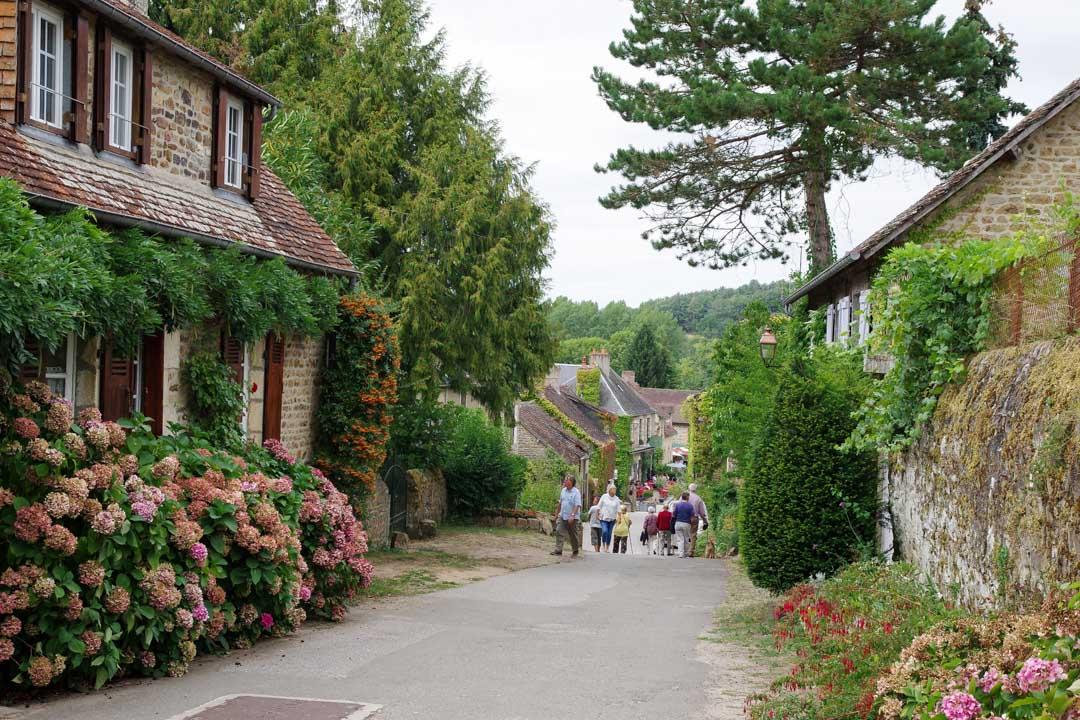 Dans les rues du village de Saint Ceneri