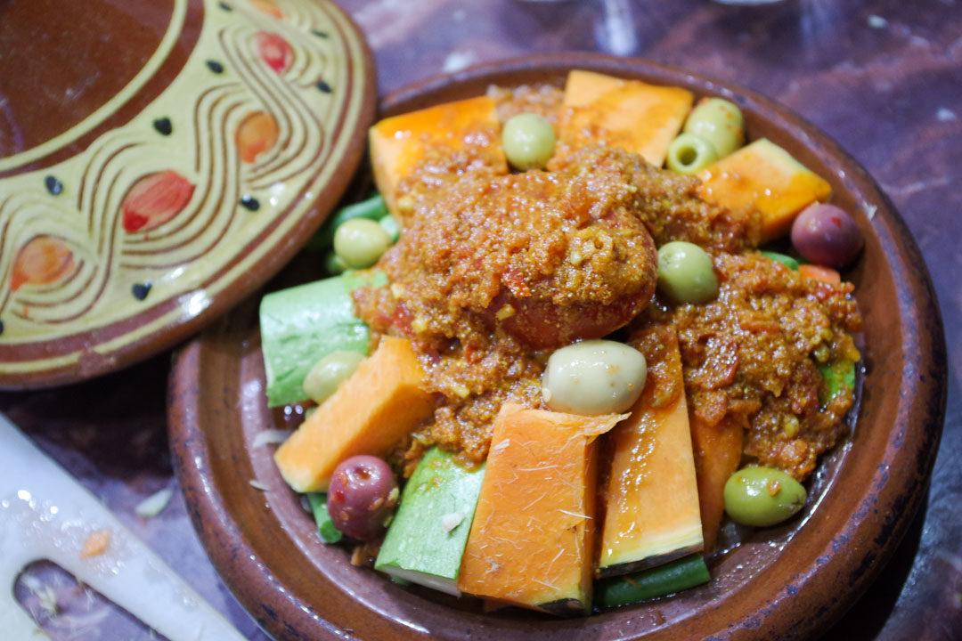 préparation d'un tajine végétarien