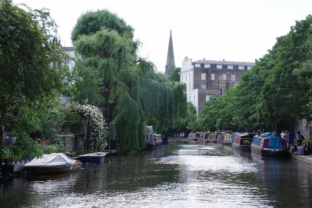 marcher le long de Regent's Canal à Londres