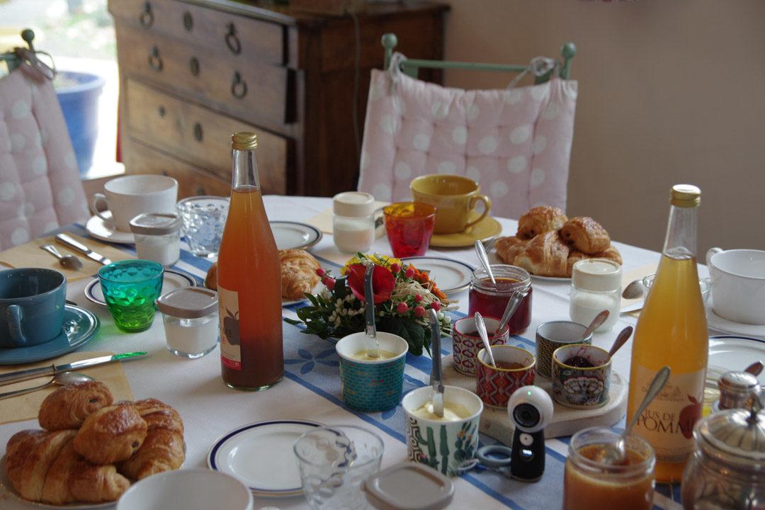 Petit déjeuner de la chambre d'hôtes Fenetres sur Mer