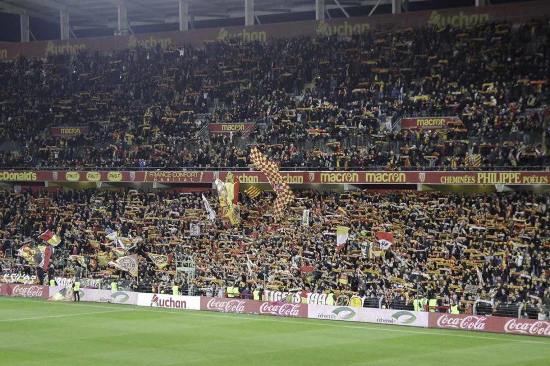 Les supporters en Sang et Or pour soutenir le RCL