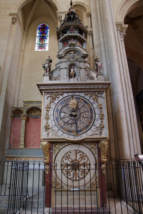 l'horloge astronomique dans la cathédrale de Lyon