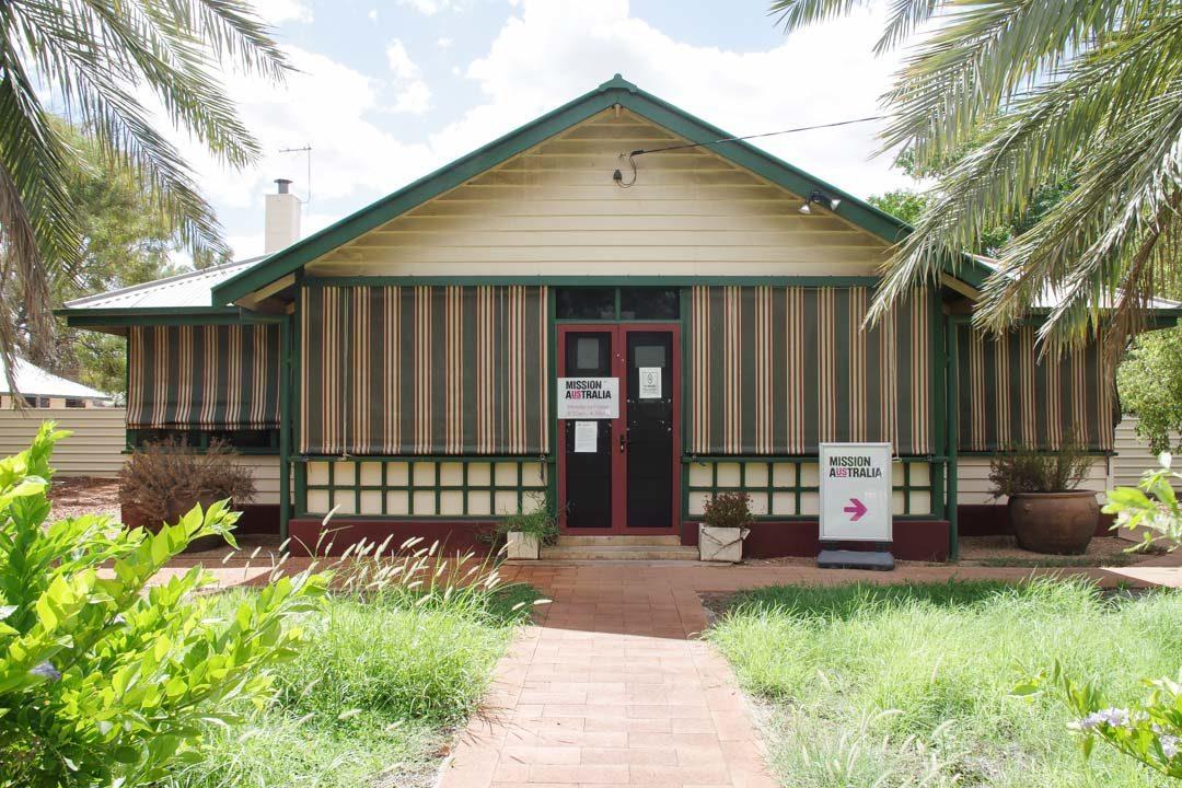 maison historique en bois dans le centre d'Alice Springs