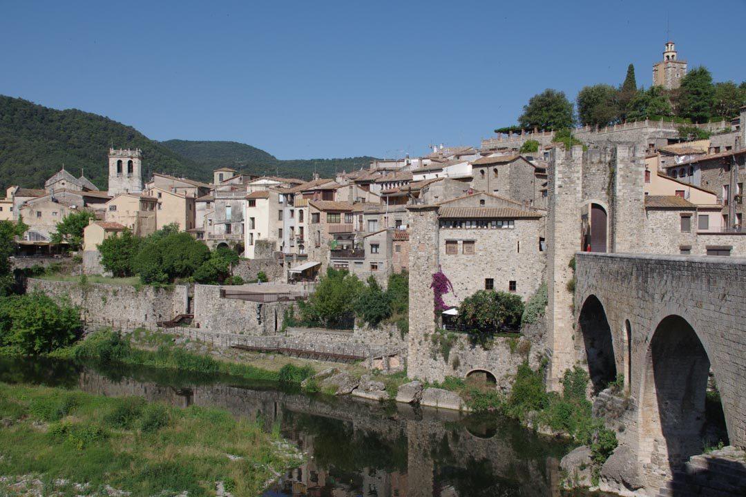ville médiévale de Besalu en Catalogne
