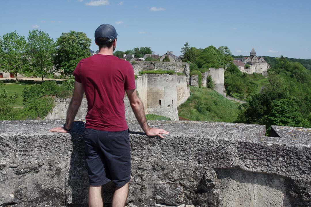 Vue sur les remparts du chateau de Coucy