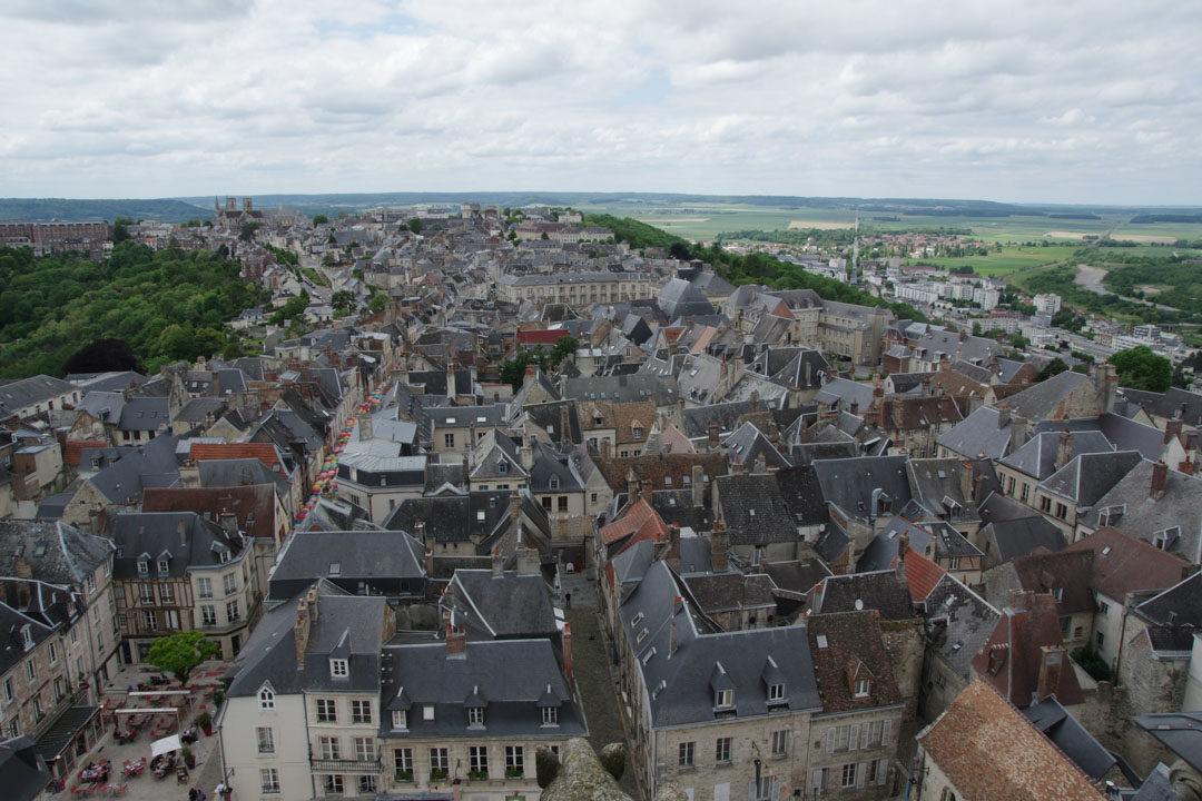Vue sur les toits de Laon depuis les tours de la cathédrale