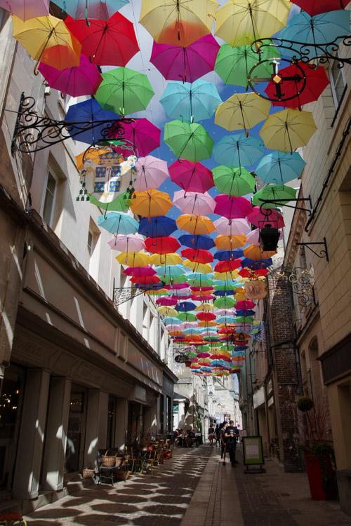 les parapluies de la rue chatelaine