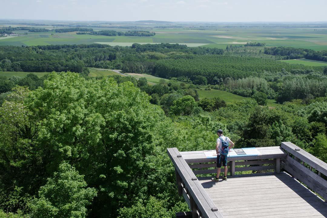 Observatoire du Plateau de Californie sur le Chemin des Dames et vue sur les plaines de l'Aisne