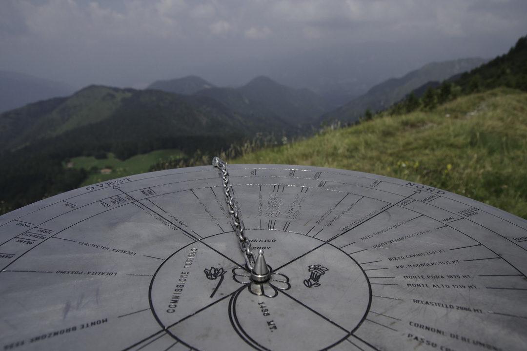 Table d'Orientation au sommet du Monte Colombina