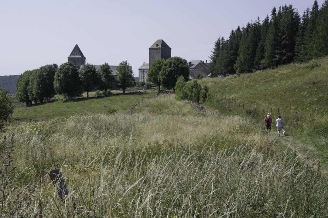 Arrivée au village d'Aubrac dans l'Aveyron