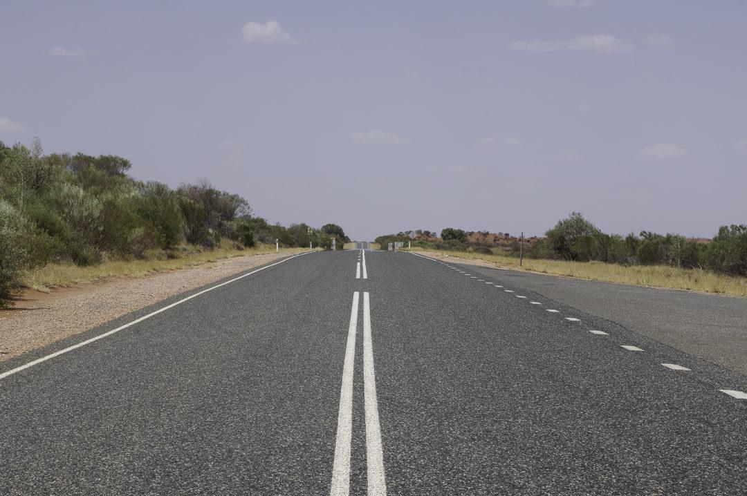 route rectiligne de l'Outback australien