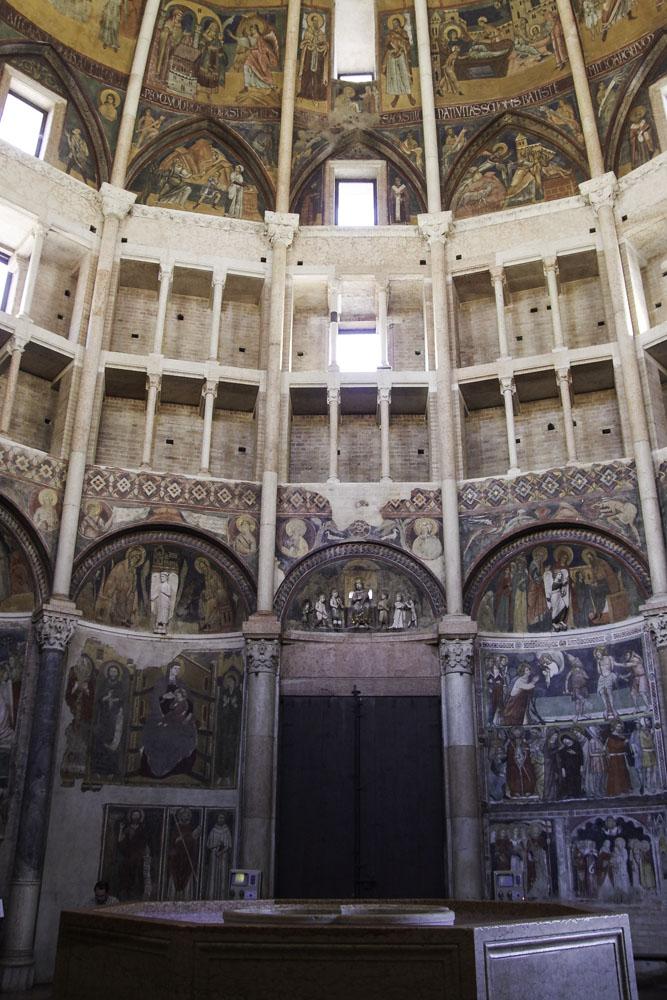Intérieur du Baptistère de Parme
