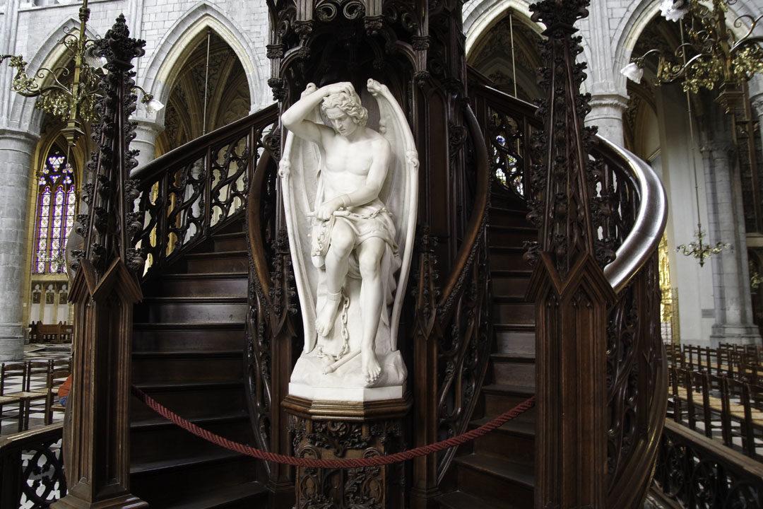 ange démoniaque dans la cathédrale de liege