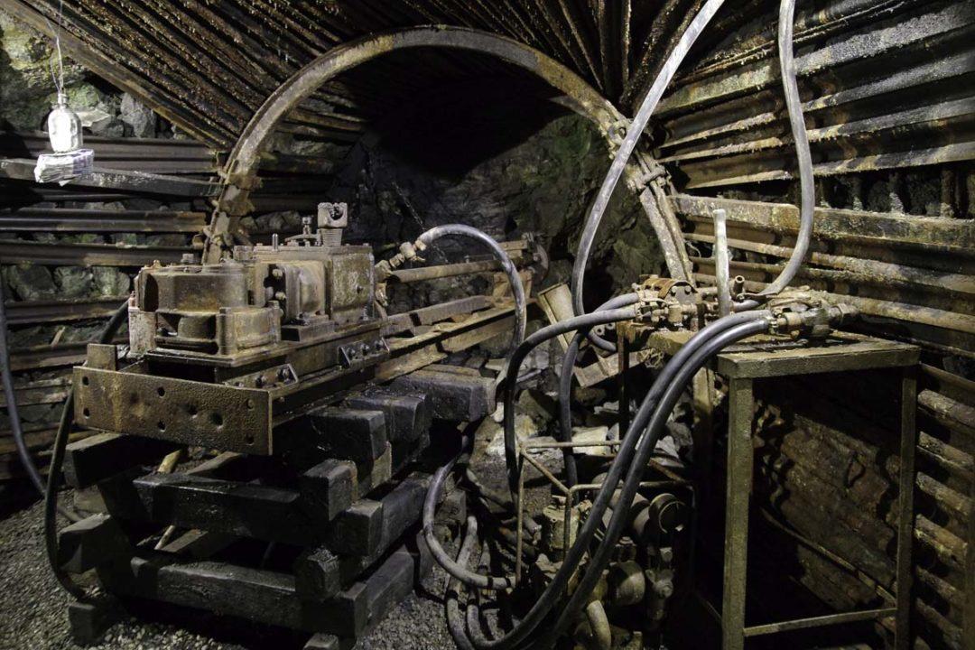 machine pour percer dans le sol