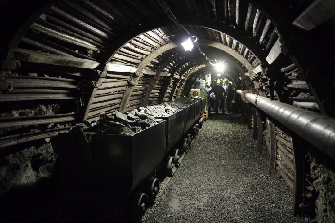 Waggonets pour le transport du charbon dans la mine