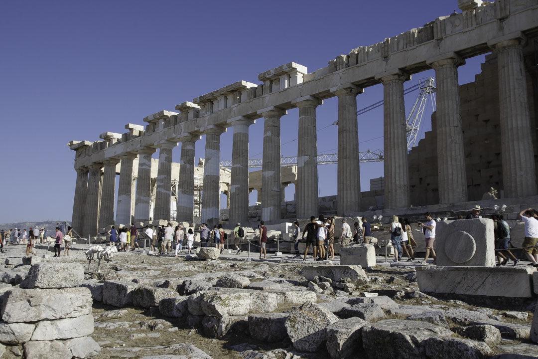 Beaucoup de monde autour du Parthénon