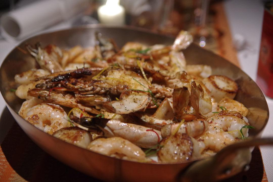 plat de crevette, calamar, poisson et moules - restaurant Barachois