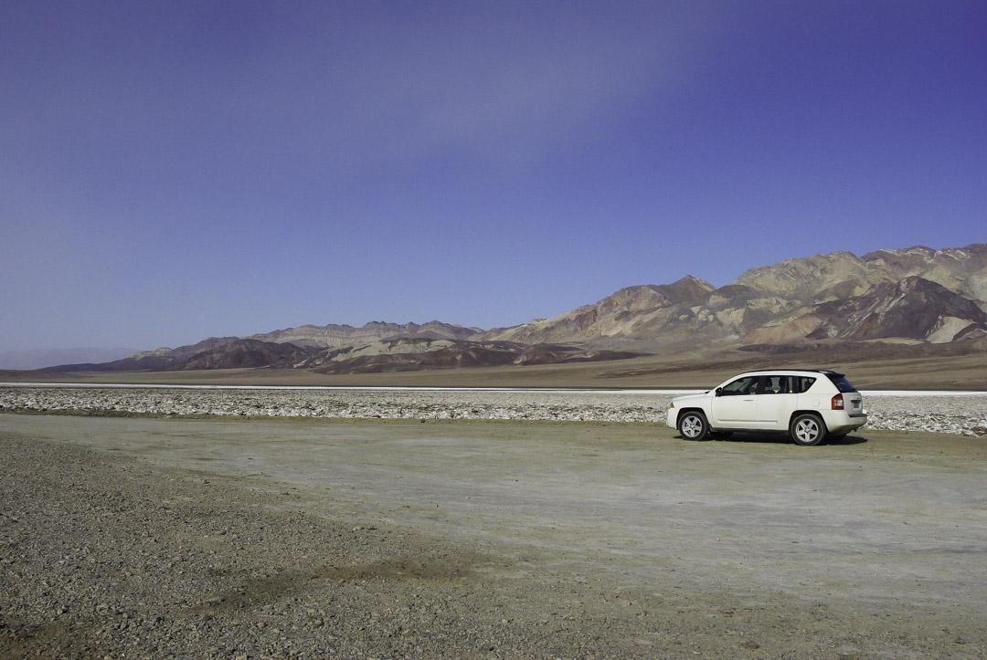 voiture dans la vallée de la mort