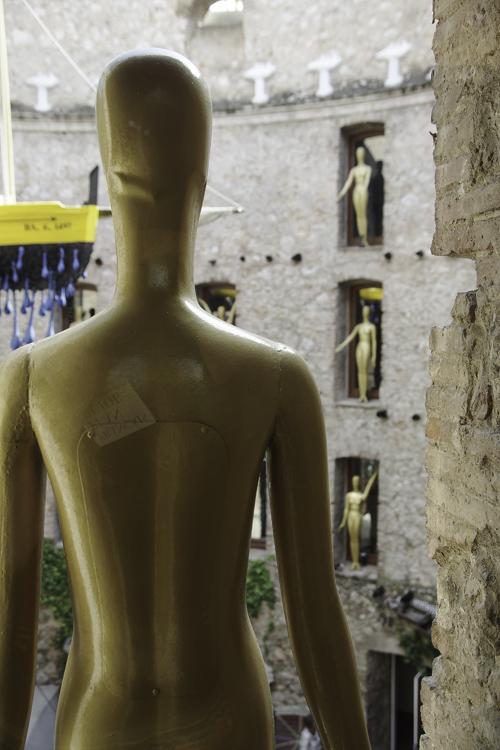 cour du théatre Dali à Figuières