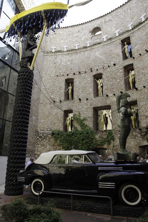 Taxi Pluvieux par Dali