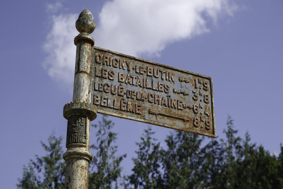ancien panneau indicatif de l'orne