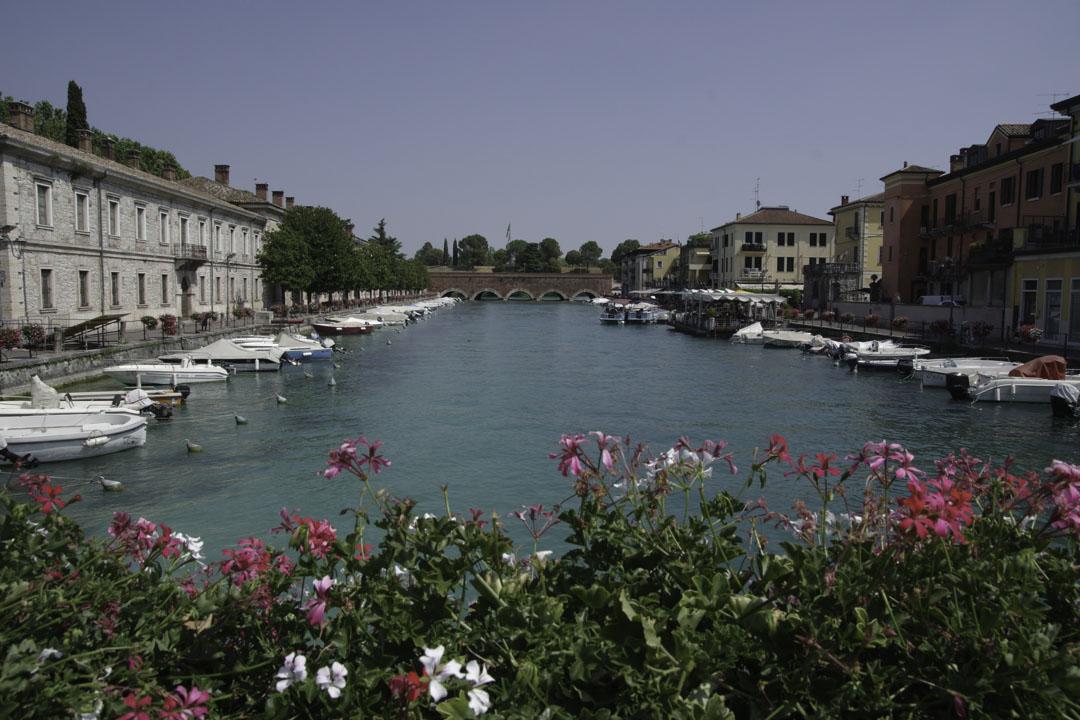 Canal de Peschiera del Garda au bord du lac de Garde