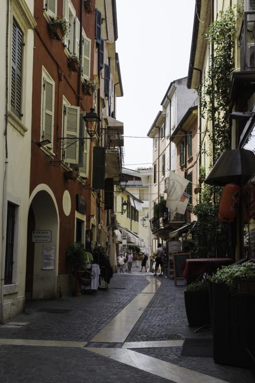 rue dans le centre ville de Peschiera del Garda