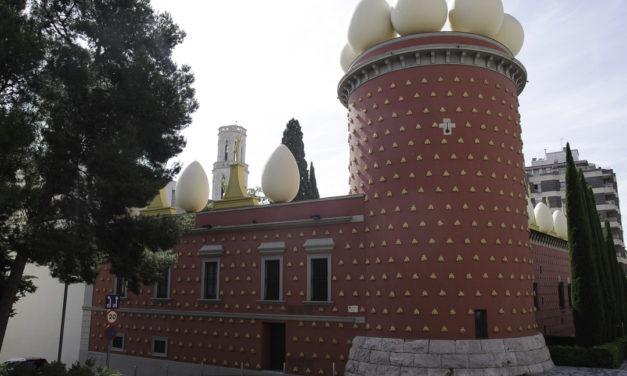 Visite du théâtre-musée Dali à Figuieres