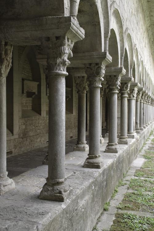 Colonnade dans le cloitre de la cathédrale de Gérone
