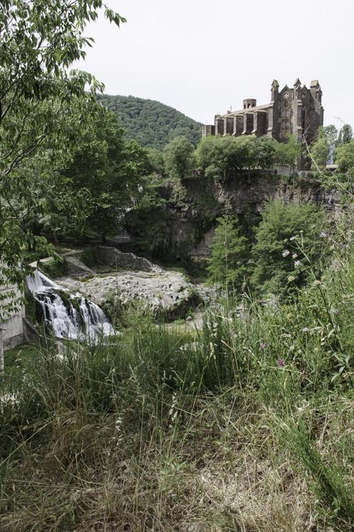 Eglise et cascade de Sant Joan les Fonts
