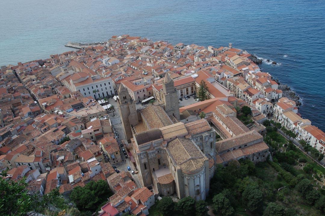 Panorama sur la vieille ville de Cefalu depuis le Rocher