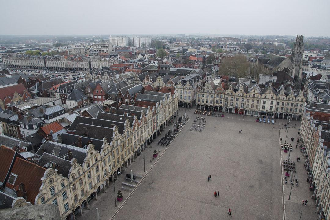 vue sur la place des Héros depuis le Beffroi d'Arras