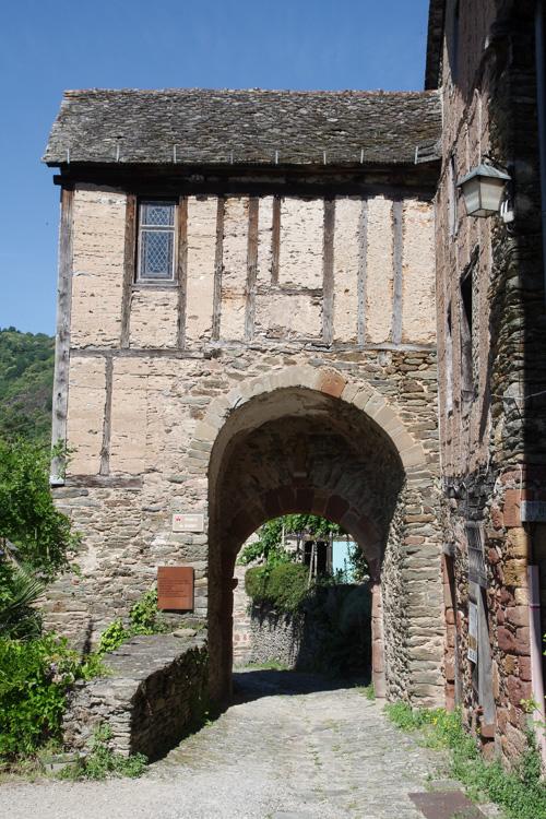 porte médiévale à Conques