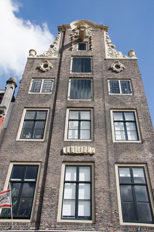 immeuble le long d'un port intérieur de Dordrecht