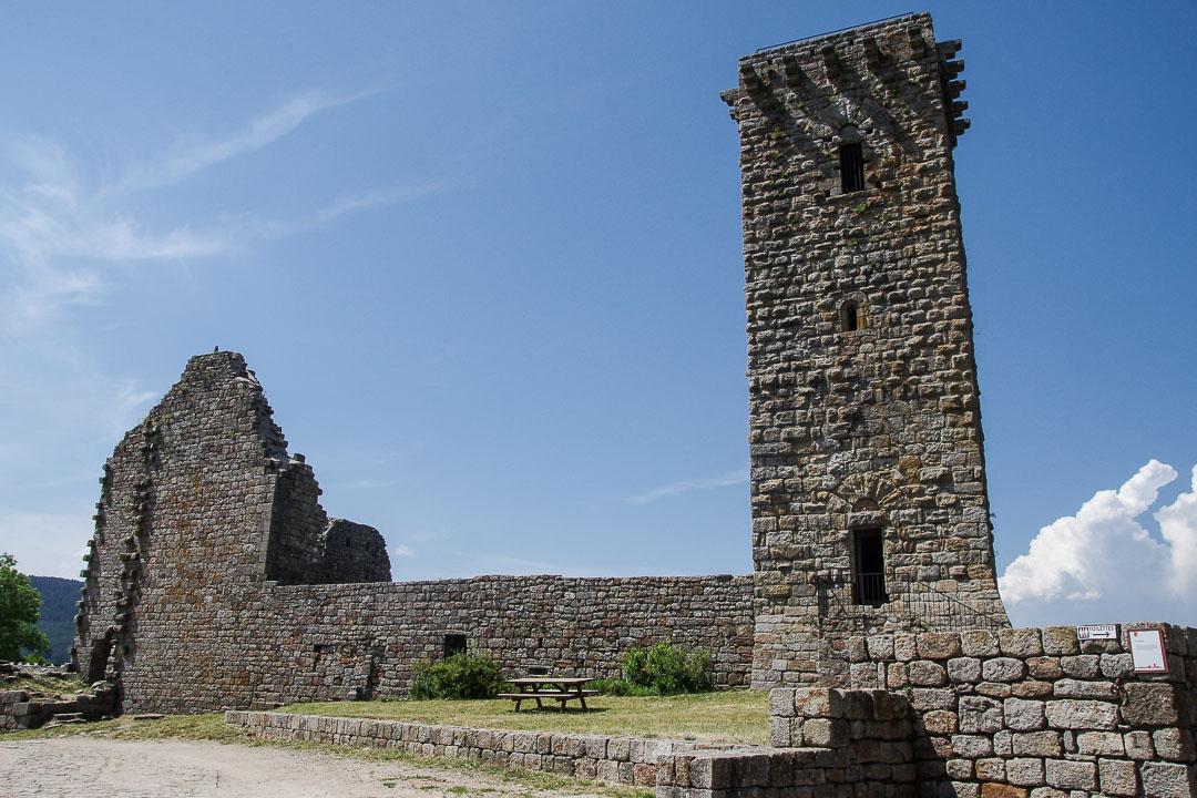 les ruines du donjon de la Garde Guérin